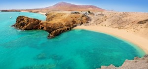 Lanzarote-Papagayo-turquoise-beach-and-Ajaches-in-Canary-Islands